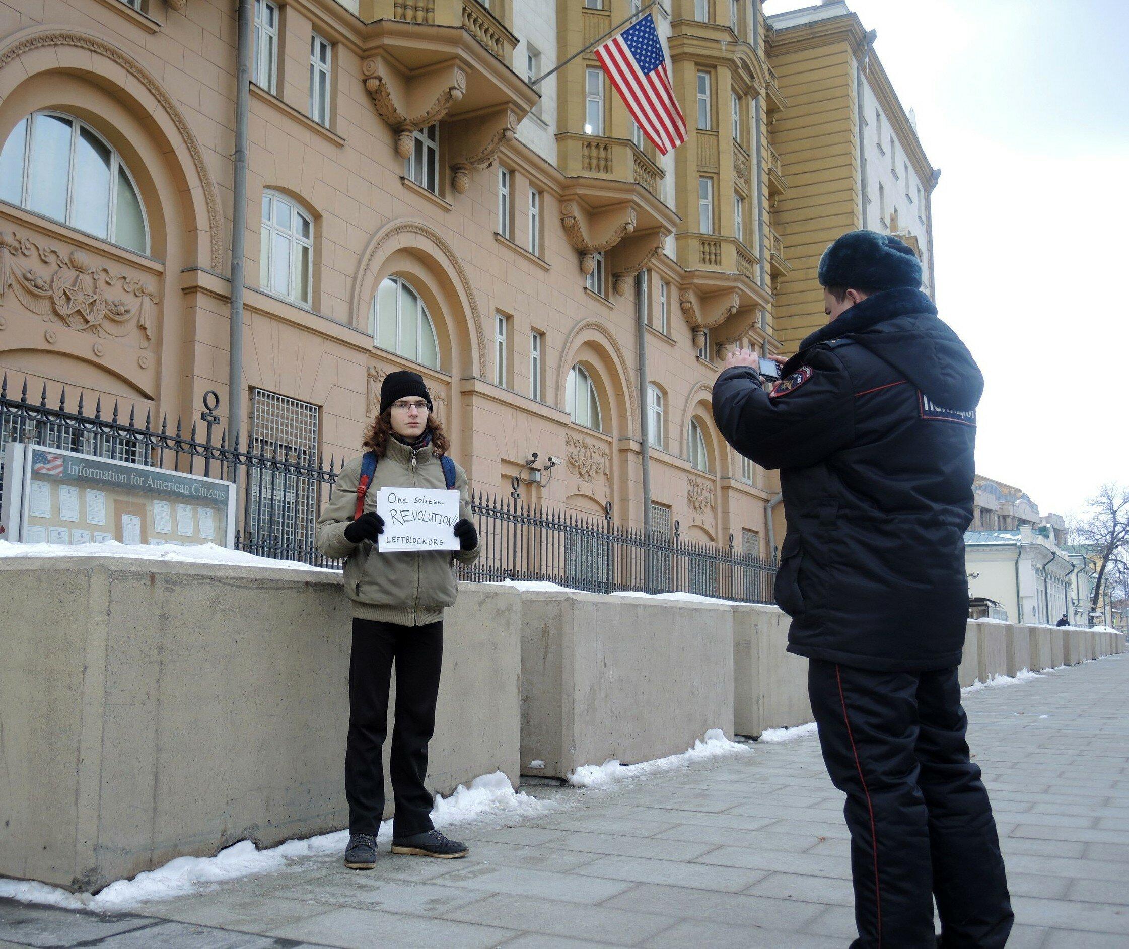 Москва: пикет в поддержку протестов в США